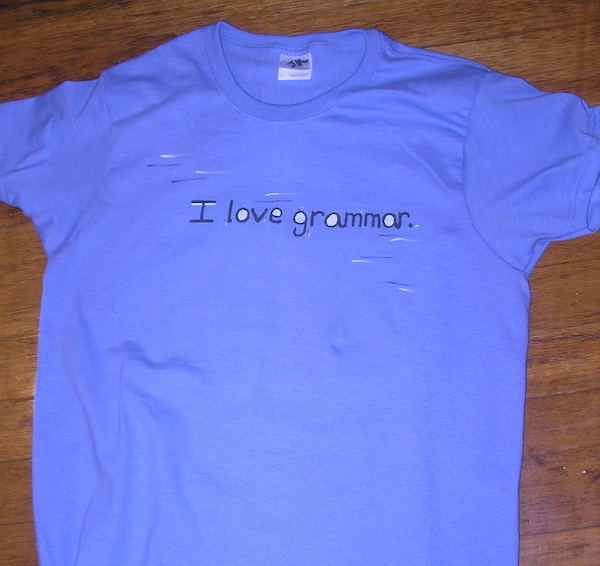 t-shirt with text saying I love grammar